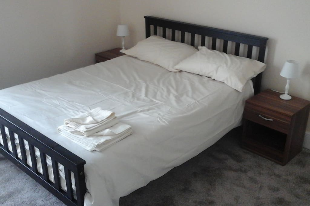 this is a double bed room suitable for a couple or single person