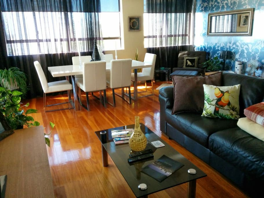 Well maintained and clean apartment which is light and airy. Large windows which afford great views all around