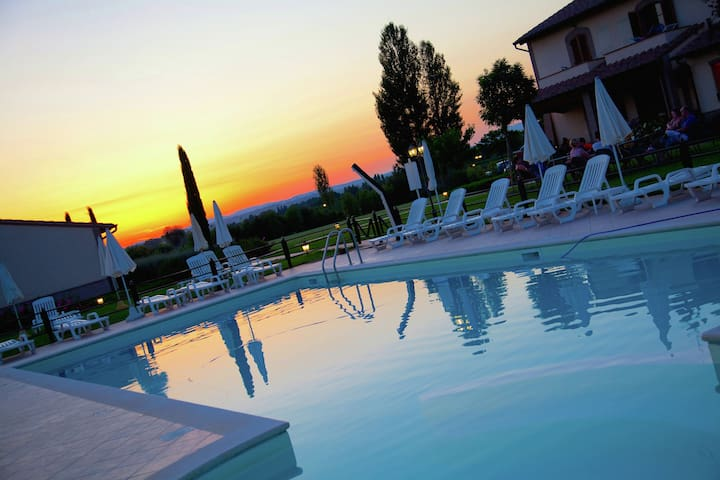 Villa moderne à Cannara avec piscine