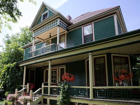 Brooks B&B Room 201  Historical Romantic Stay