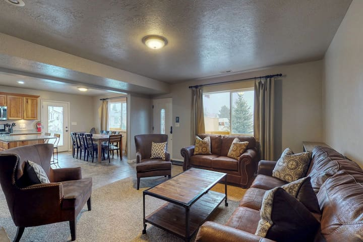 Updated Bear Lake Cabin w/game room, in walking distance to town