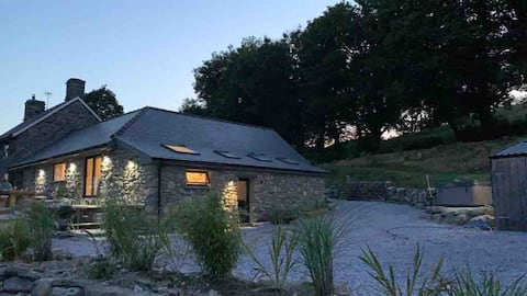 New 2 bed/2 bath barn conversion with hot tub