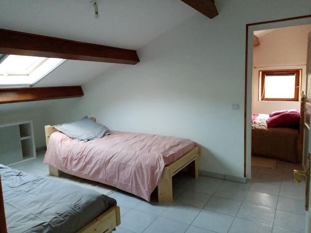 Chambre n°1 : 2 lits 90x200