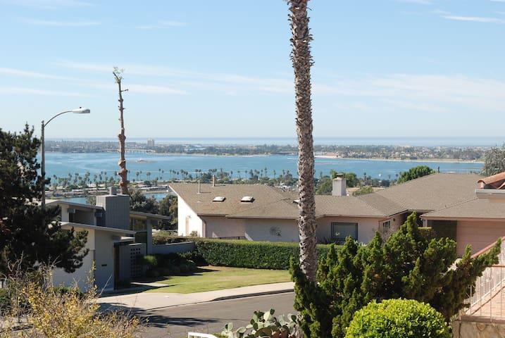 Sea world,Pacific Beach, Downtown, & 3 bus lines-1