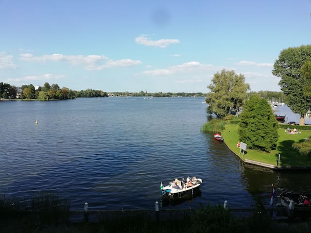 Beautiful lake view and 15 min to city centre