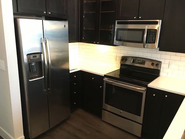 {New Fully Furnished Luxury Condo}