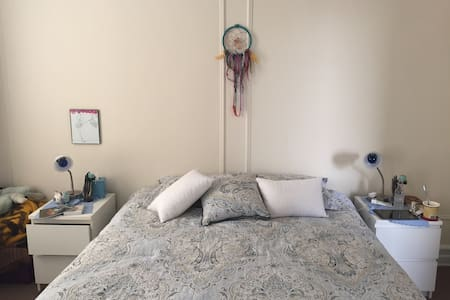 Beautiful Room in Woodside Queens - Queens