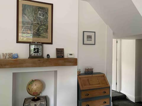 South View Cottage: We Pay All Fees! wifi +parking