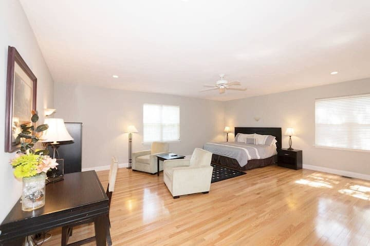 Beautiful, spacious Home ideal for Groups