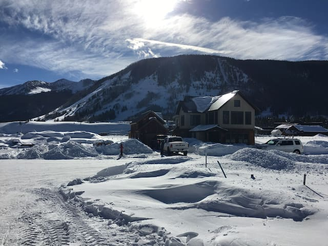 A TGP Property/Luxury 6 Bedroom Crested Butte Home - Crested Butte - Hus
