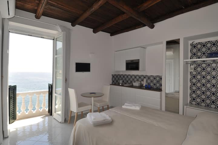 Stella Marina - Sea Front Master Bedroom