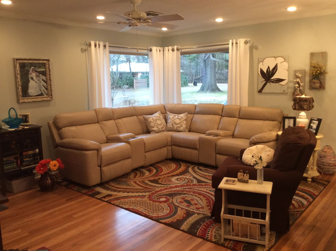 """Relax and enjoy this open, light and comfortable family room.  Knowing you can walk to the game, grove and Historical Square makes this home a real find in """"the velvet ditch""""!!"""