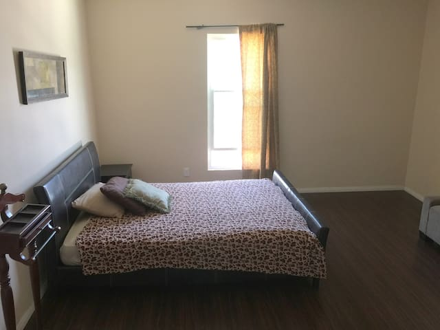 Spacious PRIVATE room with PARKING (25)