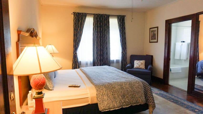 Putnam Lodge - #11 The Haunted Room