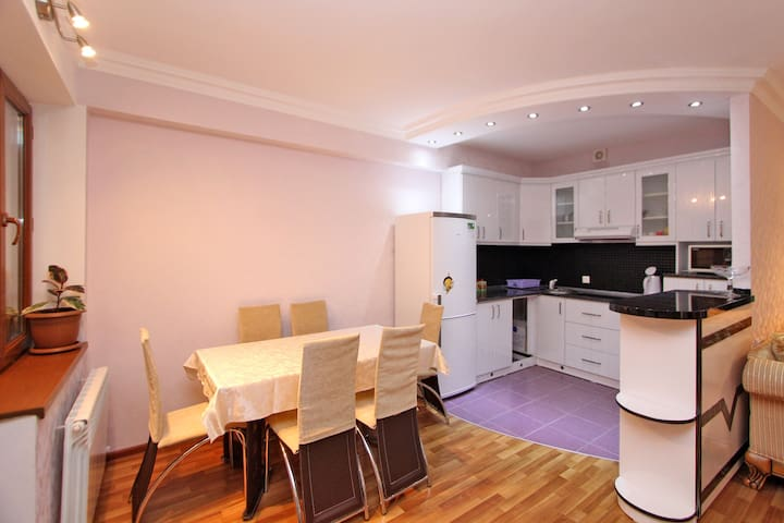 Mountain view apartment Квартира с видом на горы