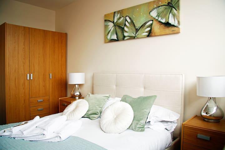 Stevenage new luxury 2 bed apt