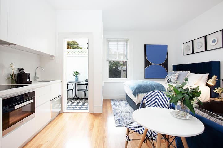 Bright and Beautiful Studio in Quiet Neighbourhood