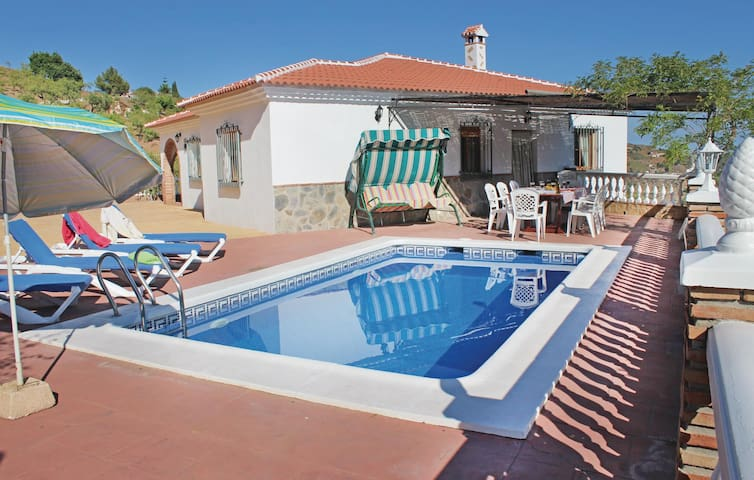 Holiday cottage with 4 bedrooms on 115m² in Corumbela