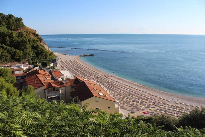 appartamento con  terrazzo fronte spiaggia