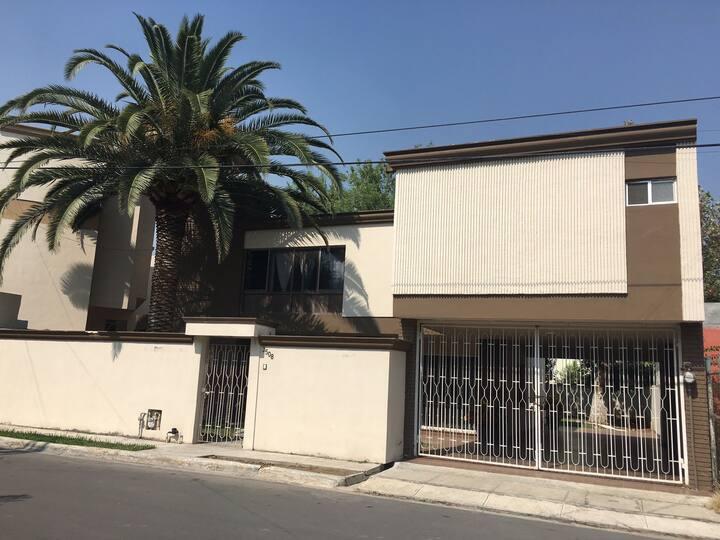 Casa Grande  con Excelente Ubicación en Monterrey