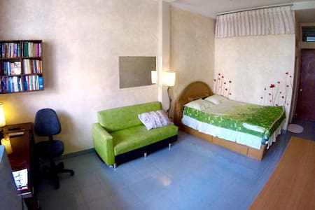 Charming large private bed+bath in District 3/10 - Ho Chi Minh City - Huis
