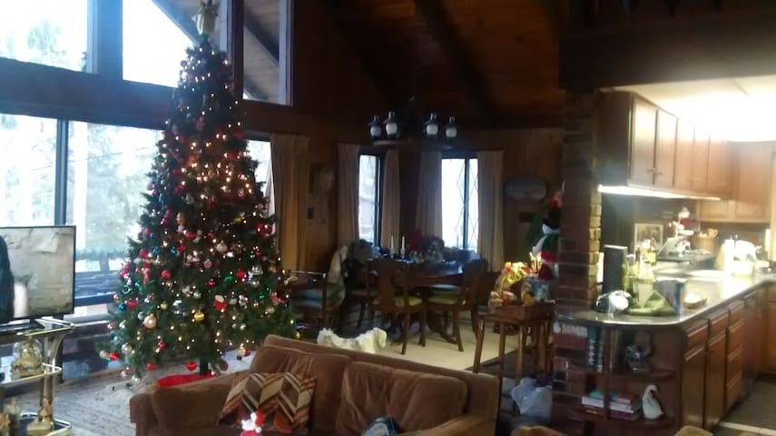Chalet w/access Lake Wallenpaupack. - Greentown - Talo