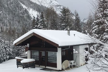 Holiday chalet in swiss alps for ski - Orsières - 木屋