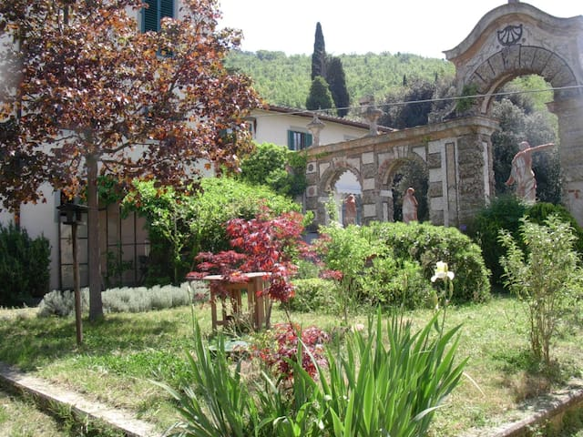 Flat with garden within Florence countryside.