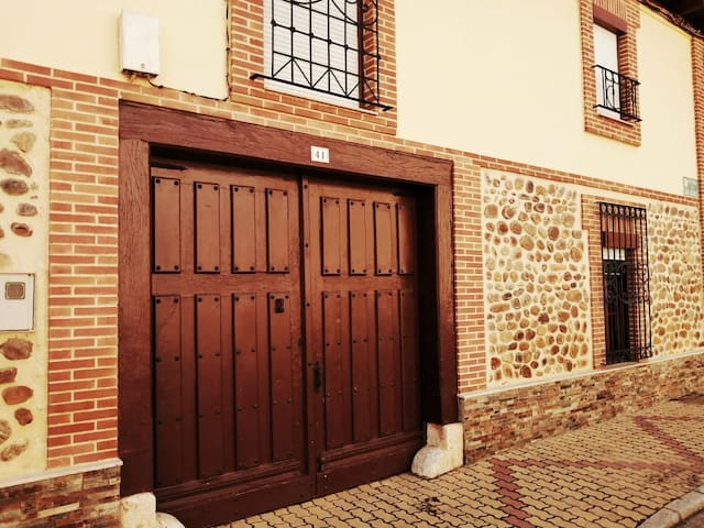 Rural house and village with special charm in LEÓN