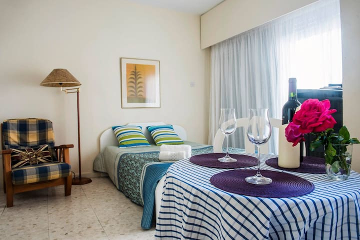Studio in Larnaca next to the beach - Larnaca - Lakás