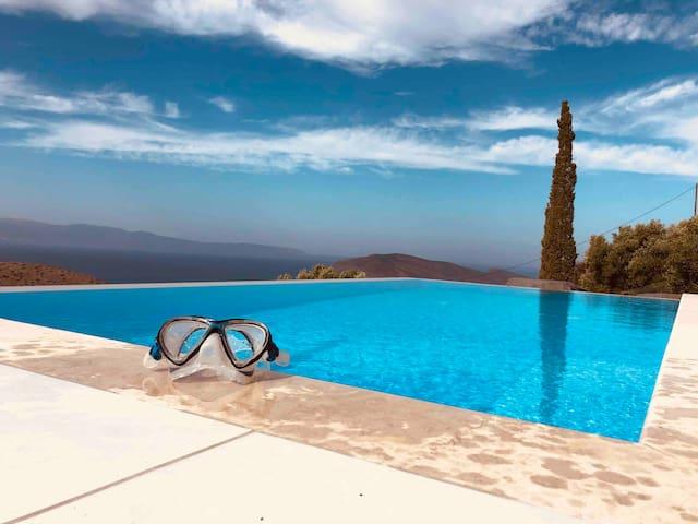 Villa mit Pool und Meersicht / Sonnenuntergang