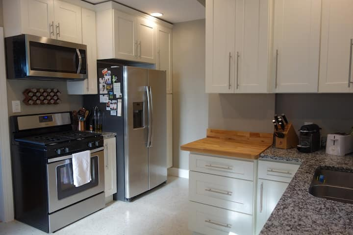 Newly Remodeled Kitchen Close to River