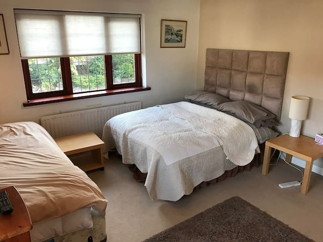 Ridgeview B&B - The Barnet Room - Brookmans Park