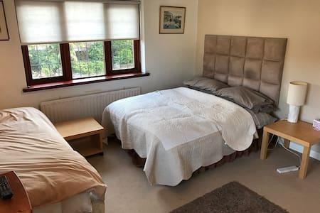 Ridgeview B&B - The Barnet Room - Brookmans Park