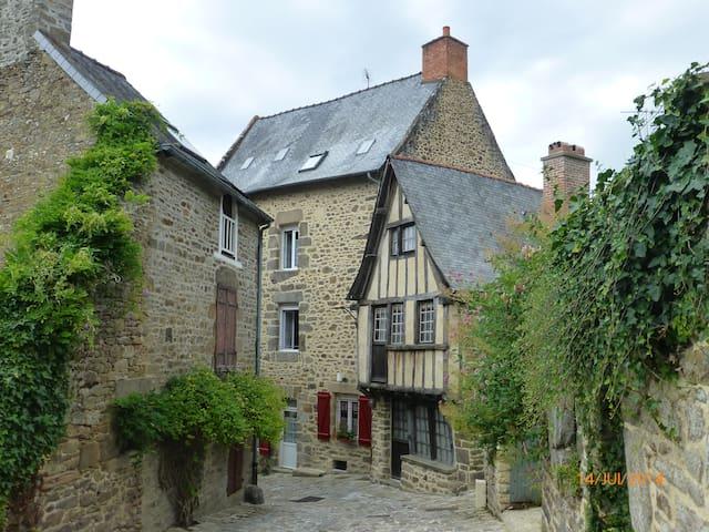 Le Logis - Lanvallay - House