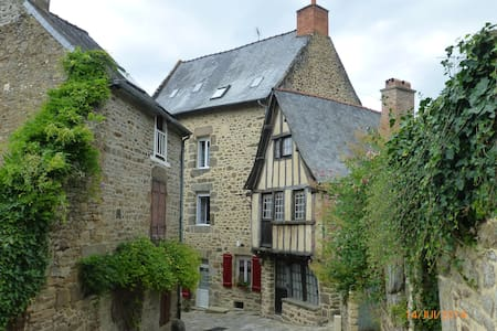 Located on the Port of Dinan Lanvallay: Le Logis