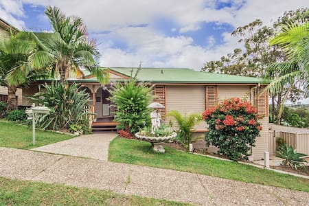 Dream Seeker, Spacious Comfortable - Currumbin Waters - House