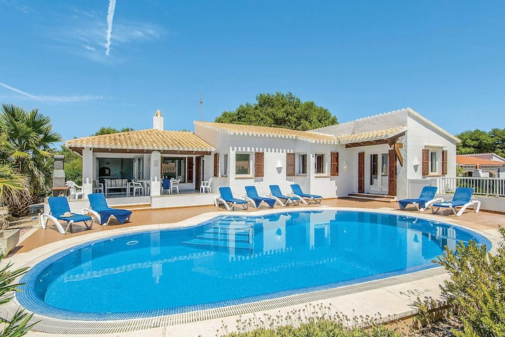 Villa Alberto: Large Private Pool, Walk to Beach, A/C, WiFi