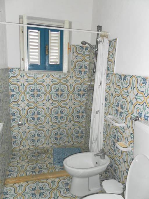 appartment for 2 people with private bathroom and kitchen- view of the bathroom