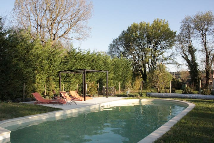 Lovely villa with pool near Uzès - Saint-Laurent-la-Vernède - Hus