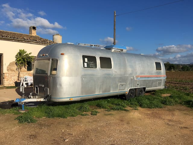 California Dreaming in a rare Airstream in Palma - 팔마 - 캠핑카