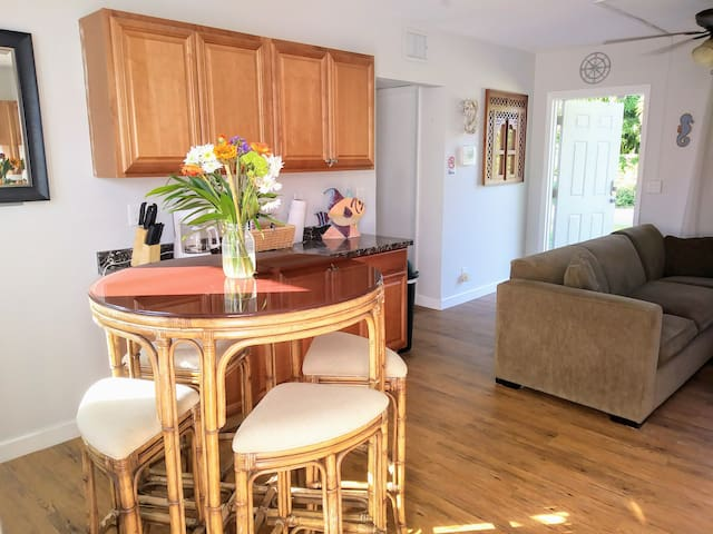 E DELRAY Master Bdrm by AVE~Shops~Nightlife~Beach!