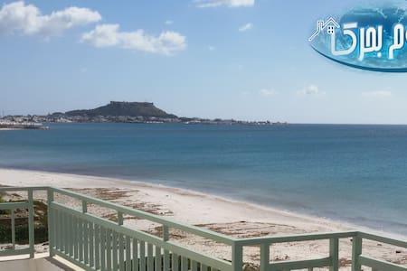 Pieds Dns L'eau Aîn Grenz plage - Kelibia - Huoneisto