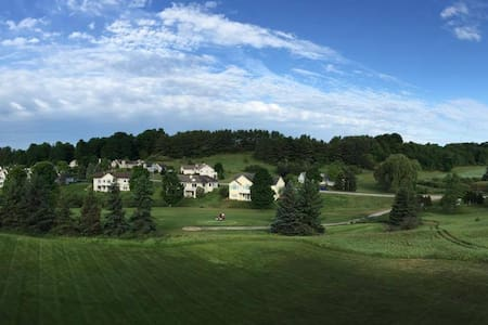 Condo Overlooking Golf Course near downtown! - Traverse City - Condominium