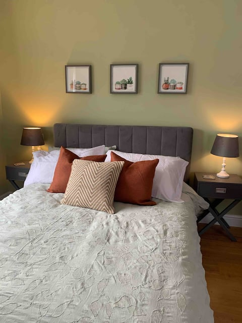 Private Entranced Guest suite/Kitchenette/Patio
