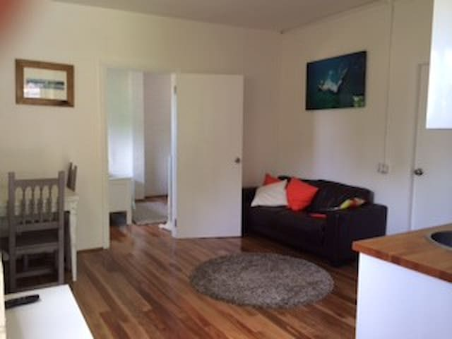 Self contained one bedroom flat - Freshwater