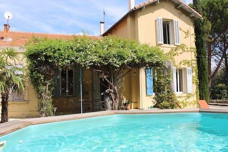 Vaste demeure de charme en Provence - Gréasque