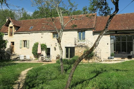 Charming Stone Farmhouse with Pool - Lugagnac
