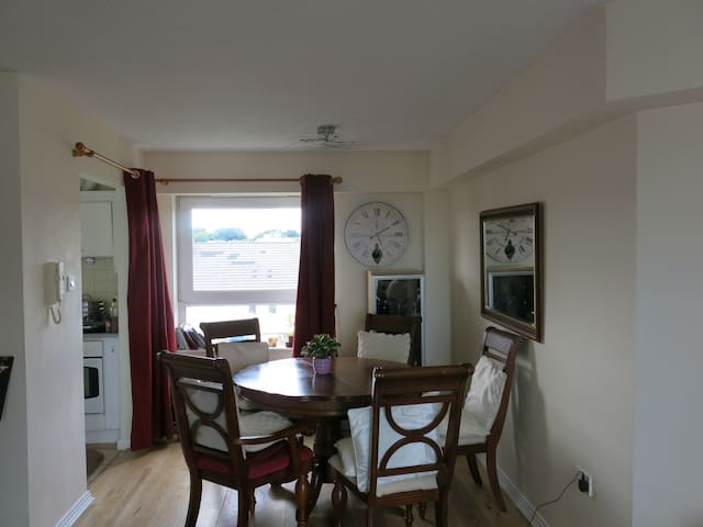 Beautiful apt with sea views in Salthill - Galway