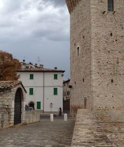 nella piazzetta pochi km da Urbino - Apartment